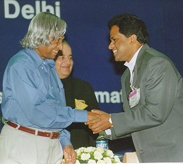 Receiving the 1st Computer Excellence Award for Schools from President APJ Abdul Kalam4